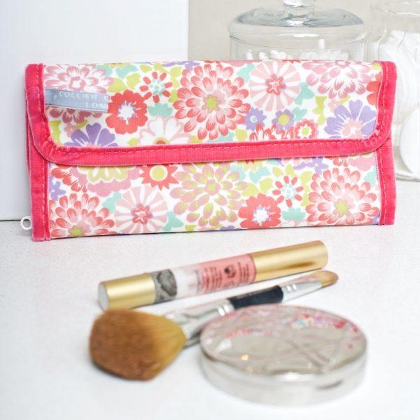 Daisy Maze make-up roll LS