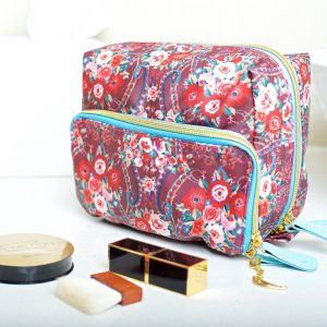 Pushkin rose washbag CU