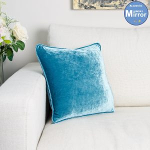Turquoise-velvet-cushion_SUNDAYMIRRO_APRIL2017